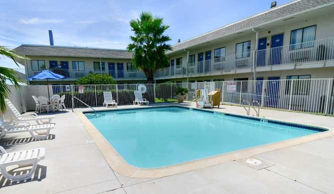 Motel 6 Galveston Is Located Near Moody Gardens, Texas Au0026M At Galveston,  Schlitterbahn Galveston, Retail Shops And Restaurants On The Strand.