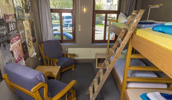 Lollis-Homestay-Room