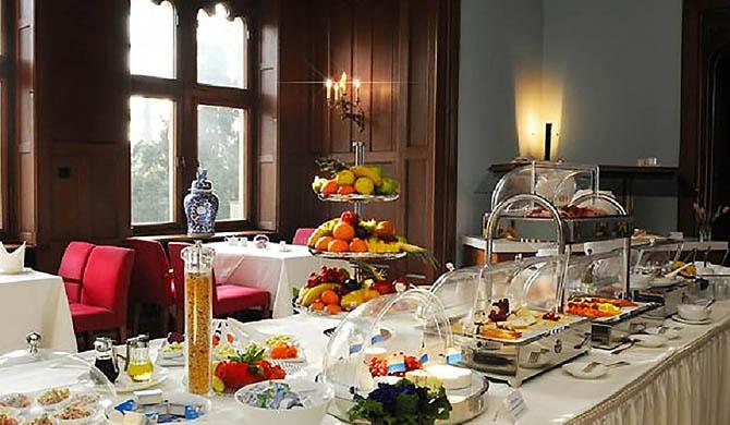 Hotel-Schloss-Eckberg-Breakfast