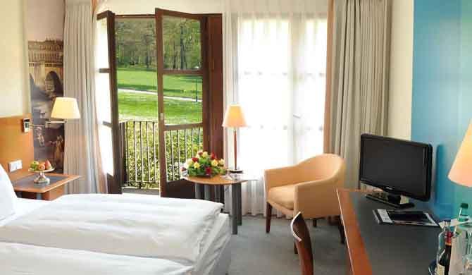 Hotel-Schloss-Eckberg-Room
